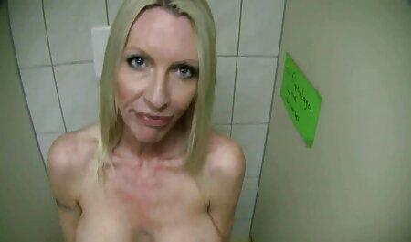 Sie legt alle ihre deutsche pornos in voller länge Lippen um seinen großen Schwanz