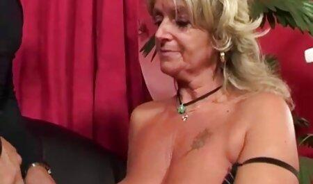Der sexy brünette Pornostar Tori Black fingert ihre free porno kino feuchte Muschi