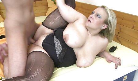 Petite Brunette Teen zieht sich aus und porno kostenlos reife frauen masturbiert draußen