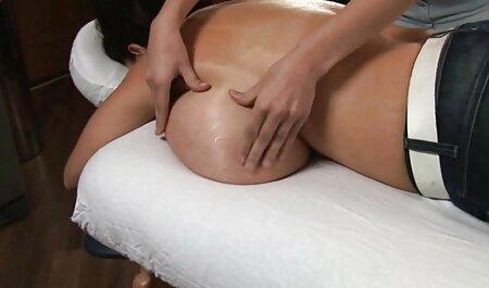 Durchbohrte Oma porno free xxxl mit Ketten an ihren durchbohrten Schamlippen