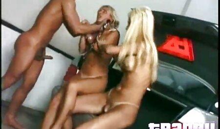 Sexy Amateur große brüste porn kommt auf ihren Dildo