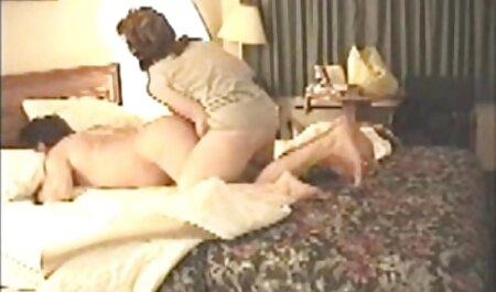 Lady Blum masturbiert am Ufer free ersties des Flusses